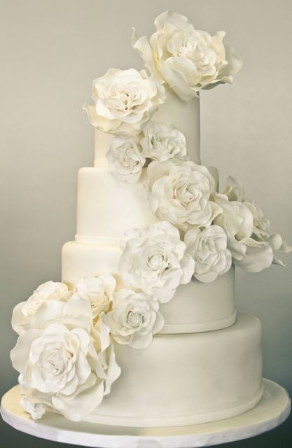31 Exquisite All White Wedding Cakes