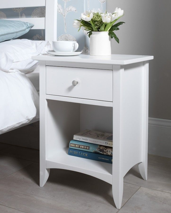 How To Decorate White Bedside Table With Drawers Designalls In 2020 Bedroom Night Stands Side Tables Bedroom White Bedside Table