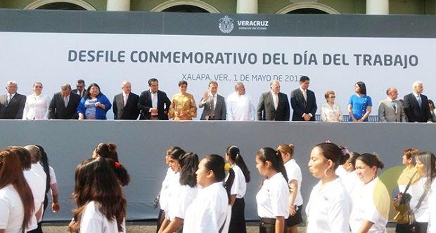 Desfile de Yunes repleto de reclamos y sin amigos - http://www.esnoticiaveracruz.com/desfile-de-yunes-repleto-de-reclamos-y-sin-amigos/