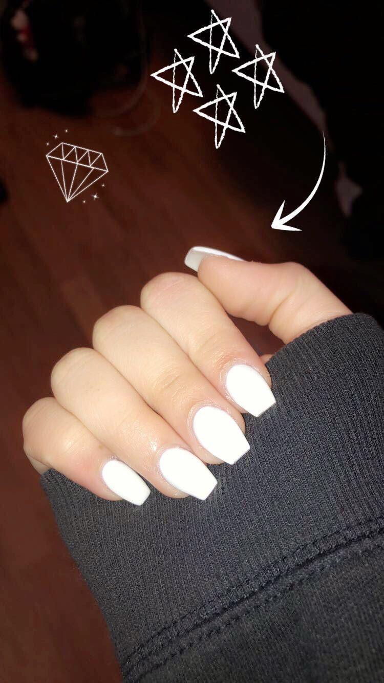 White Short Coffin Acrylic Nails Acrylicnailsglitter Acrylicnailsshort White Acrylic Nails Best Acrylic Nails