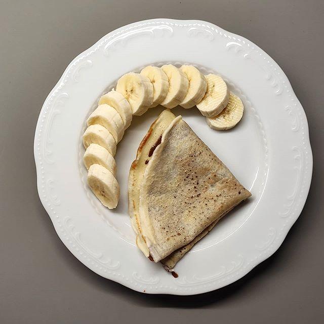 Eccola la mia colazione di oggi:  - crêpes di albumi  - crema di nocciole e cacao light  - banana  Buona giornata 😋  .  #nutrizionistaleverano #nutrizionerolli #nutrition #crepeslight #crêpes #banana #foodie #foodie #foodstagram #foodlover #foodideas #foodphotography #foodporn #foodgasm #healthybreakfast #healthylifestyle #healthyfood #unanutrizionistaincucina #iostoacasa #iorestoacasaecucino #colazionegolosa #colazione  (Feed generated with FetchRSS )