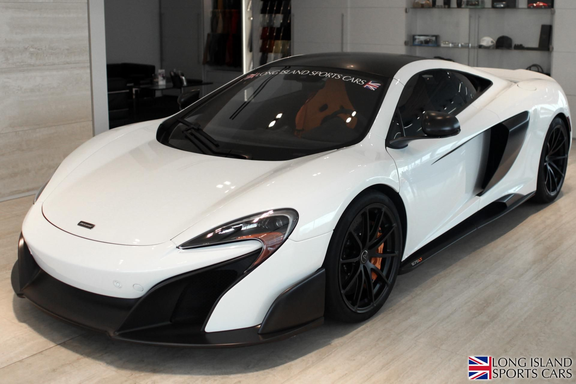 UNIQUE 675LT COUPE. SILICA WHITE trimmed with AlLCANTARA