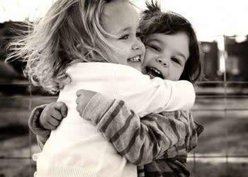 Abraços e Palavras. Um gesto cheio de amor.