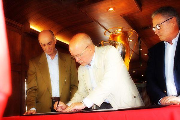 Monarcas y KCSM firman convenio