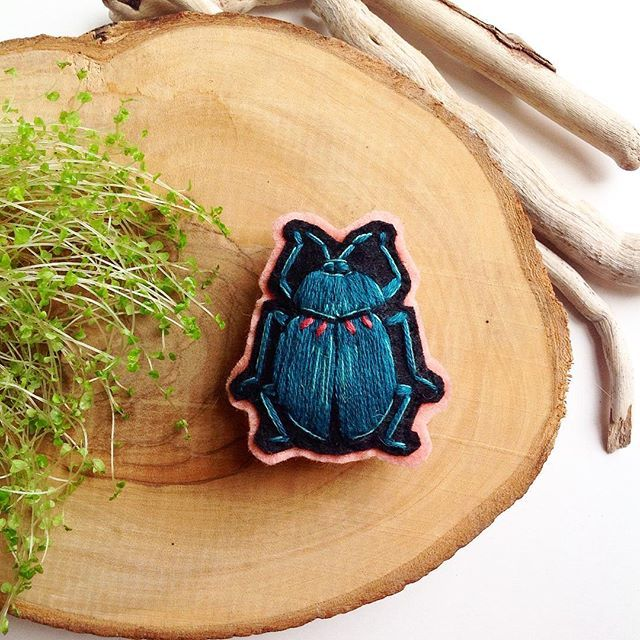 New bug brooch  ~ #embroidery #monday #bug #beetle #handembroidery #brooch #pin #patch #modernembroidery #stitch #nature #fiberart #textileart #nakis #bordado #broderie #elnakisi #creamente #handmade