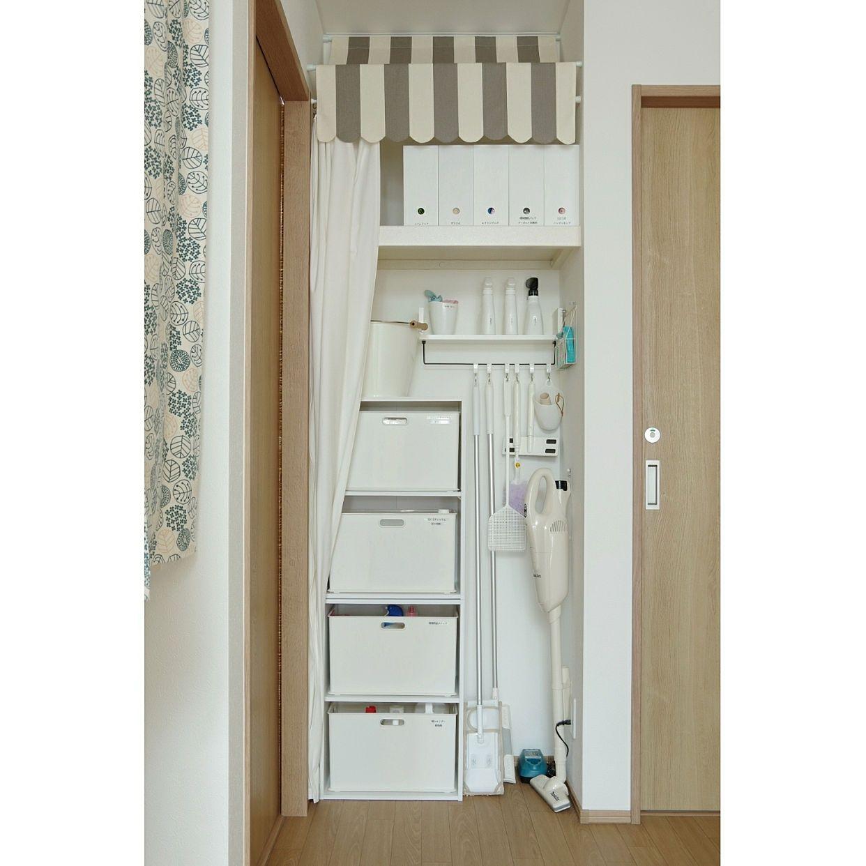 壁 天井 カラーボックス ニトリ 掃除道具 収納 などのインテリア実例