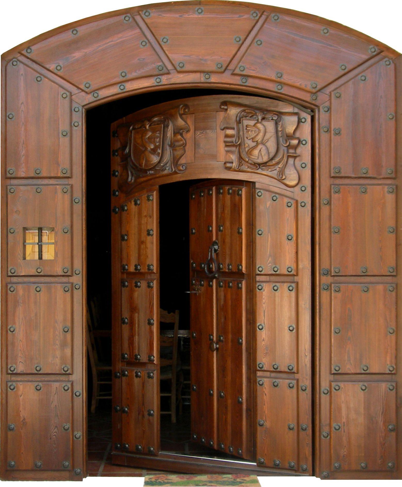 Bonita puerta de entrada estilo r stico y casi casi for Fotos de puertas de madera antiguas