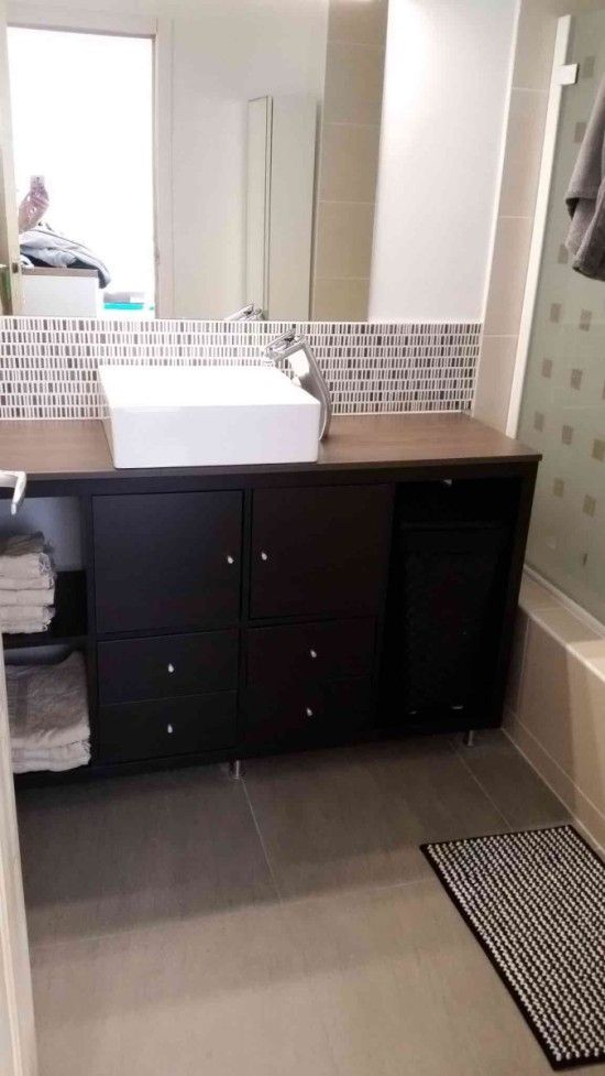 un meuble de salle de bain pas cher avec ikea kallax small bathroom bathroom vanities and. Black Bedroom Furniture Sets. Home Design Ideas