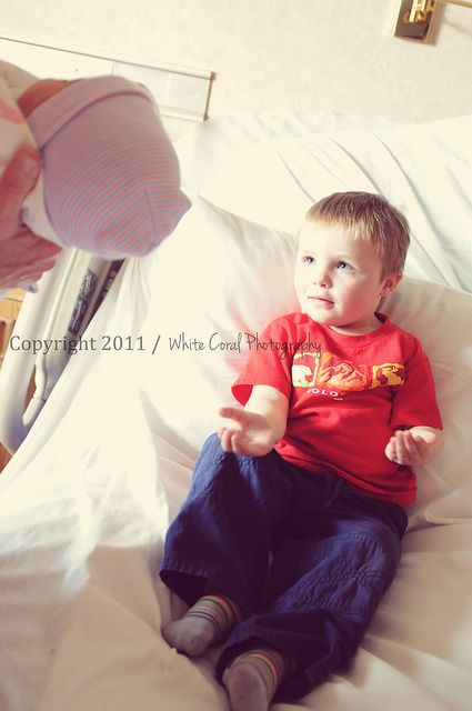 Sweet Portrait Of A Big Brother Meeting His Little Sister For The First Time Cute Idea