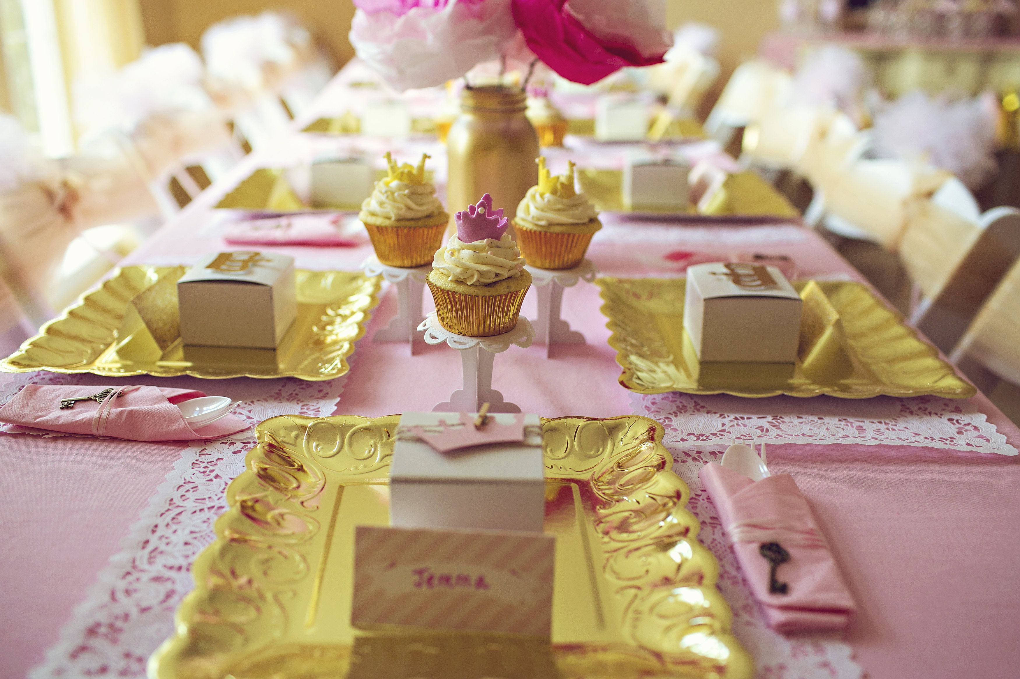 Place settings for a pink and gold whimsical princess party at www.ladyslittleloves.com