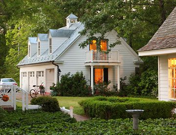 Car Garage With Apartment Over Converted Carriage House - Carriage house apartment