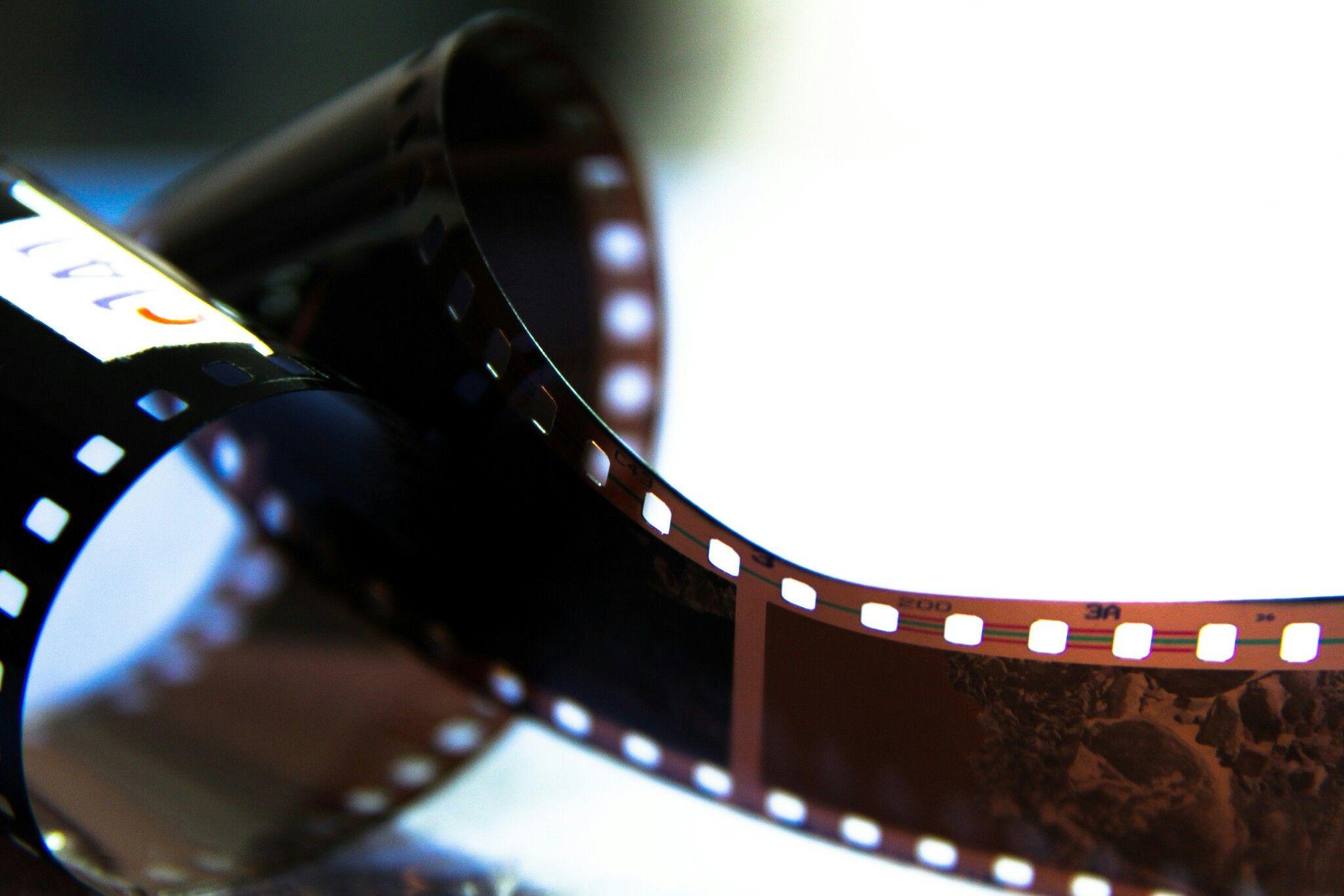 سال ۱۳۹۱ روزهای خاطره انگیزی که روی نگاتیو ثبت میکردیم منتظر میموندیم ۳۶ فریم نور میدید لابراتوار و اونوقت بود نتیجه Samsung Gear Fit Pictures Samsung Gear