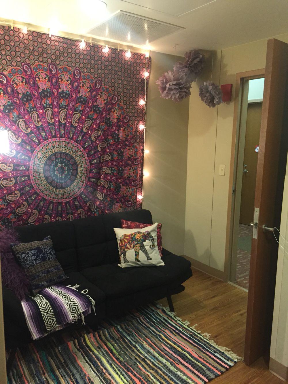 Maple Hill South Dorm Living Room At University Of Arkansas