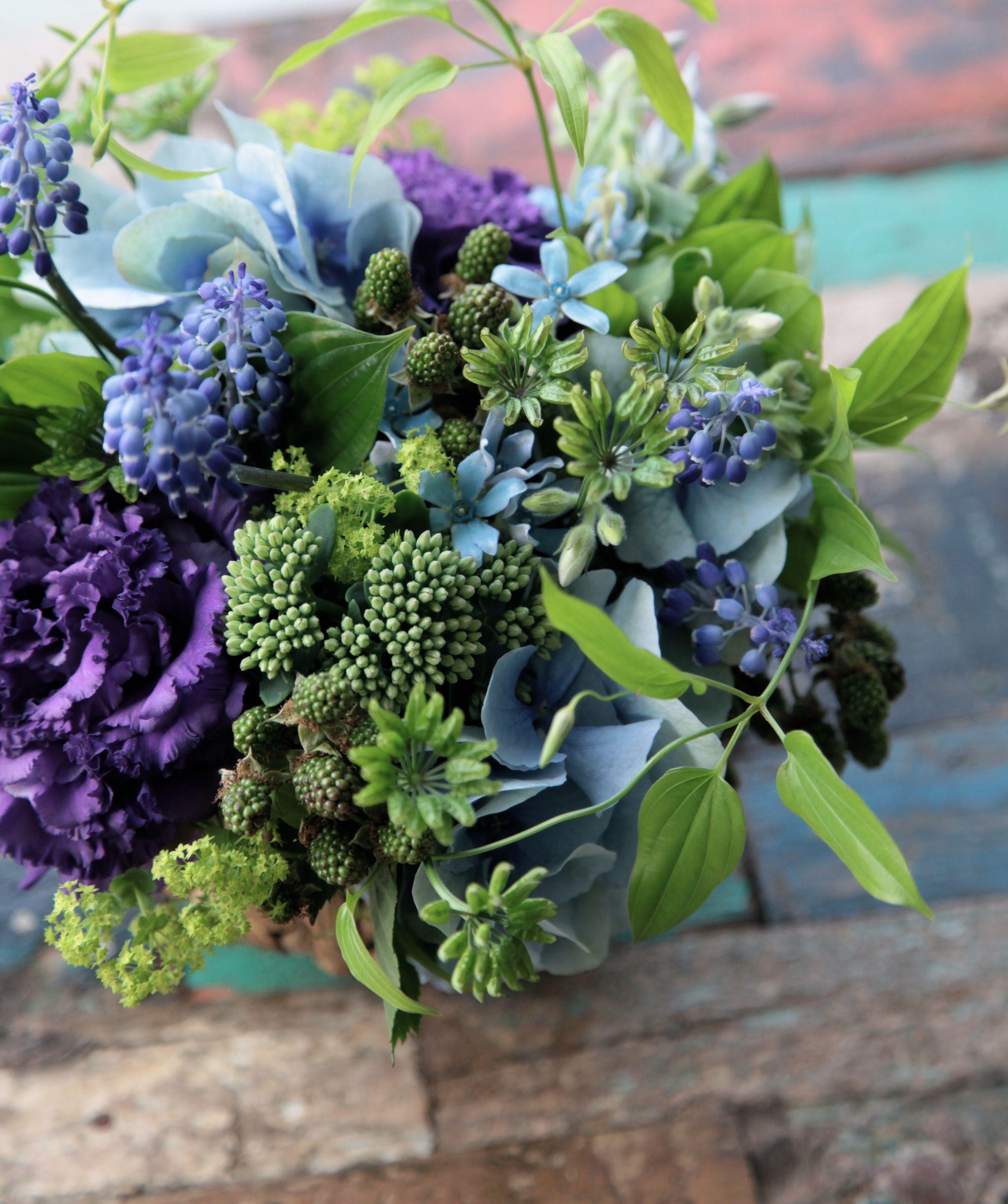 フラワーアレンジメント/ブルーアレンジ/ブルースター/ムスカリ/セダム/花どうらく/花屋/http://www.hanadouraku.com/flower arrengement/ | Flower Arrangement | Pinterest | Flower, Flowers and Flower arran…