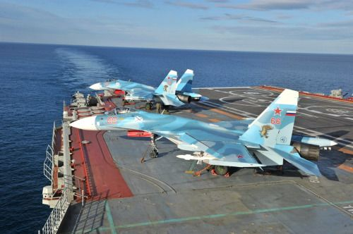 sukhoi su 33 on the deck of the russian aircraft carrier kuznetsov