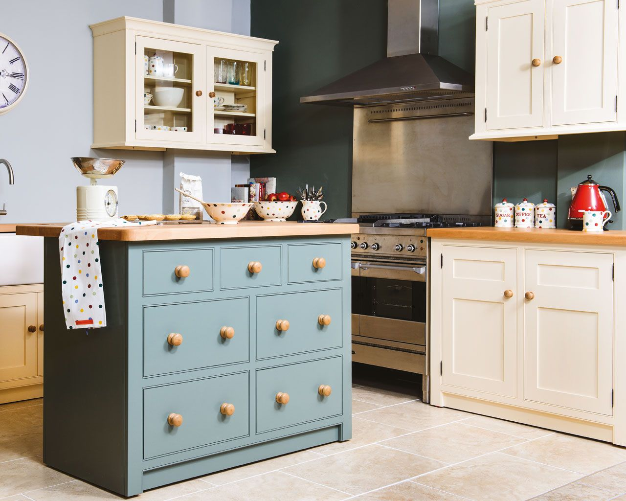A timeless design from Creamery Kitchens. Handmade Creamery classic ...