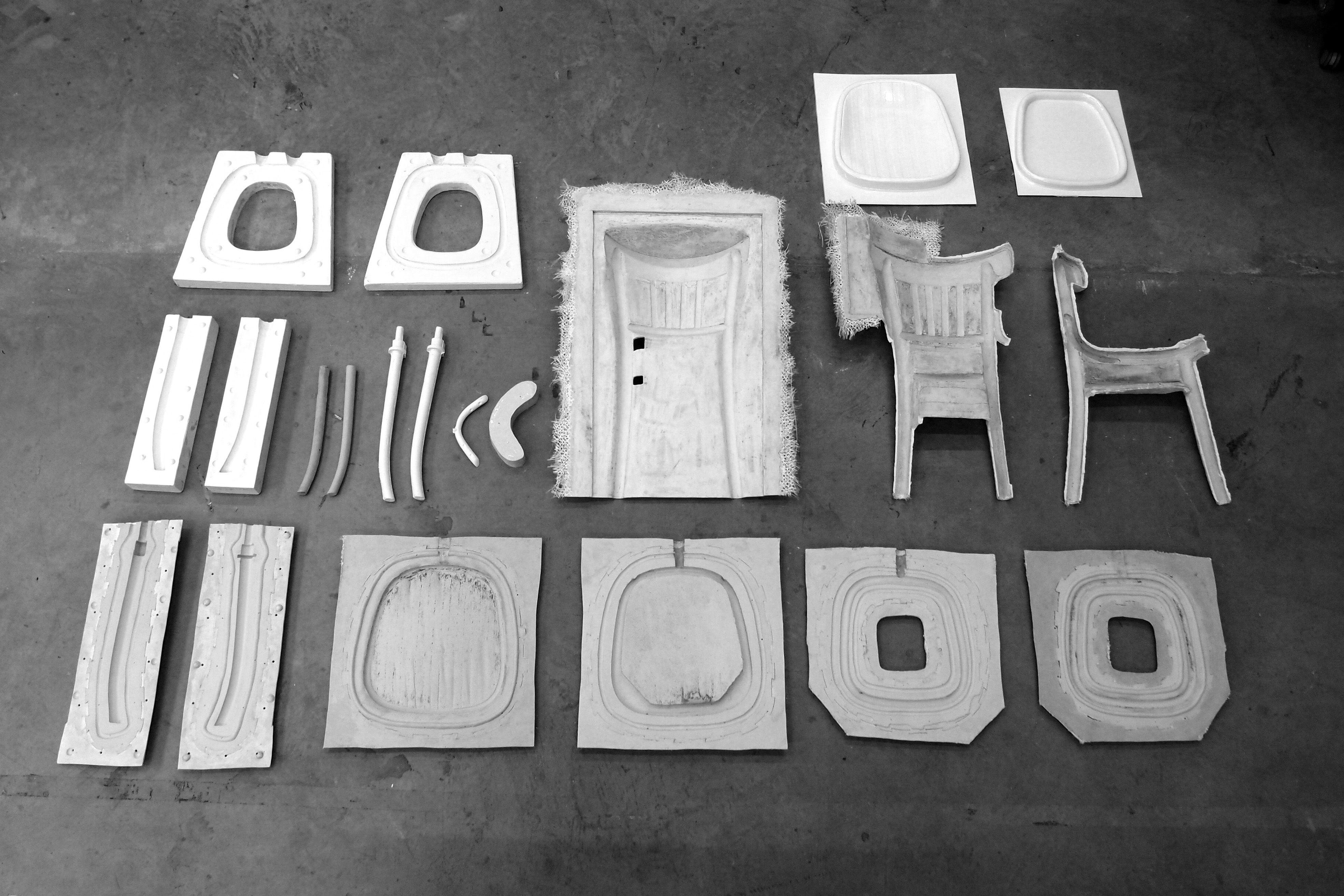 'Ceci n'est pas une chaise' - How can a replication create singularity? - Cécile Maïa Pujol - 2014 www.cecilemaiapujol.com