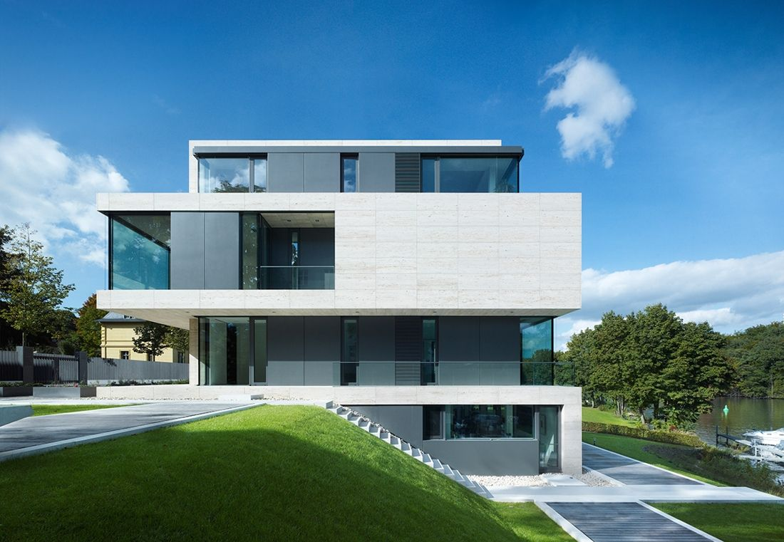 Villa am griebnitzsee in germany by axthelm modern for Moderne villen deutschland