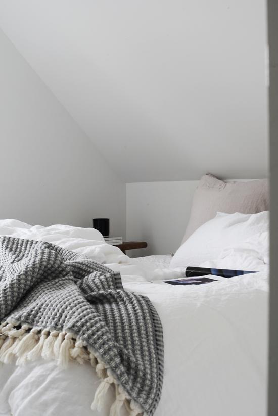 BEDROOM DETAILS (ELISABETH HEIER) is part of Cosy bedroom Black - Selv om en ikke tilbringer mye tid på soverommet, i hvertfall ikke i våken tilstand, er det alikevel viktig med de små detaljene der som gjør det til et hyggelig rom  Jeg har for eksempel sjeldent tid