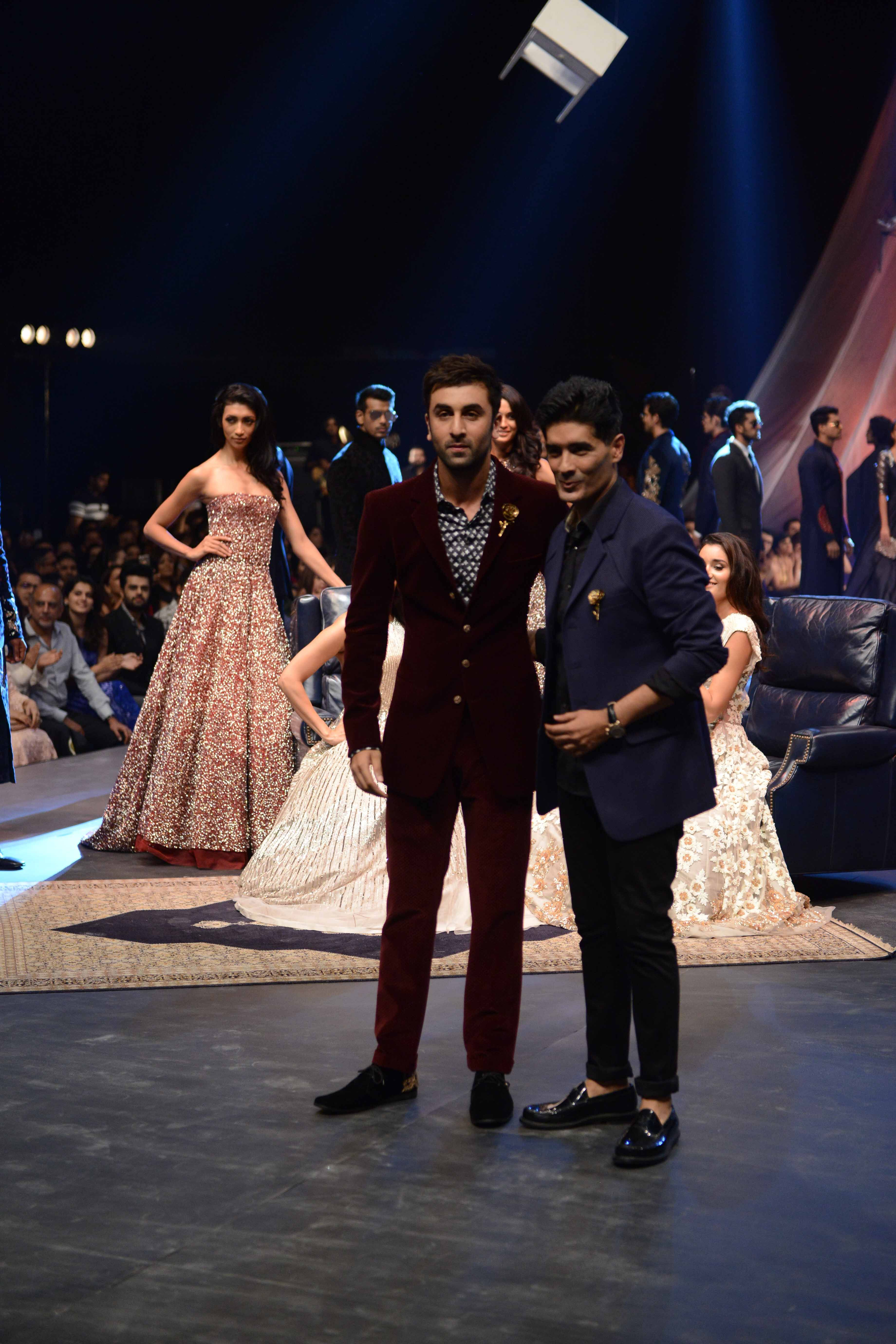 Manish malhotra presented a spectacular show with a sophisticated