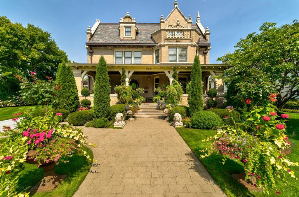C 1904 Clarence Johnston Mansion Located At 955 Summit Ave Saint Paul Mn 55105 In 2021 Victorian Era Homes Mansions Types Of Houses