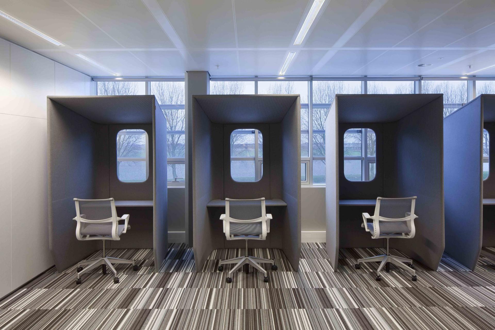 Ufficio Moderno Xela : Afgesloten werkplek maar wel met zicht licht op de buitenwereld