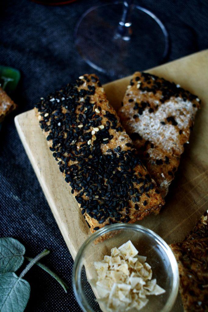 Knäckebrot // Crispbread by http://babyrockmyday.com/knaeckebrot-und-gallo/
