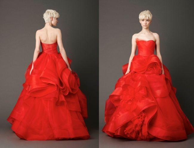 La diseñadora Vera Wang acaba de presentar su colección primavera 2013, durante la Bridal Week en Nueva York. Para esta colección eligió el color rojo como elemento principal en estos maravillosos vestidos de novia.