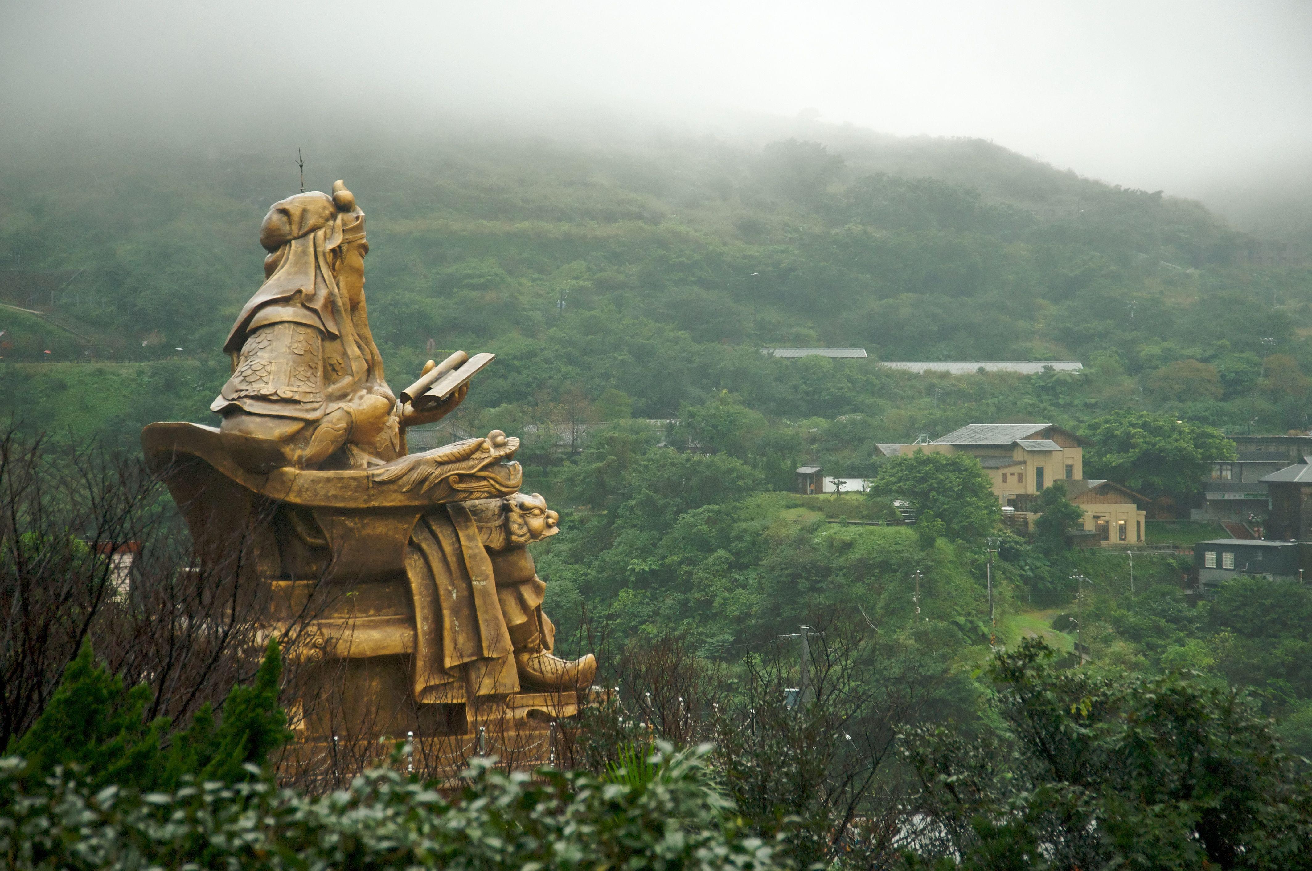 giant Guan Yu statue | Statue, Architecture art, Ancient ...