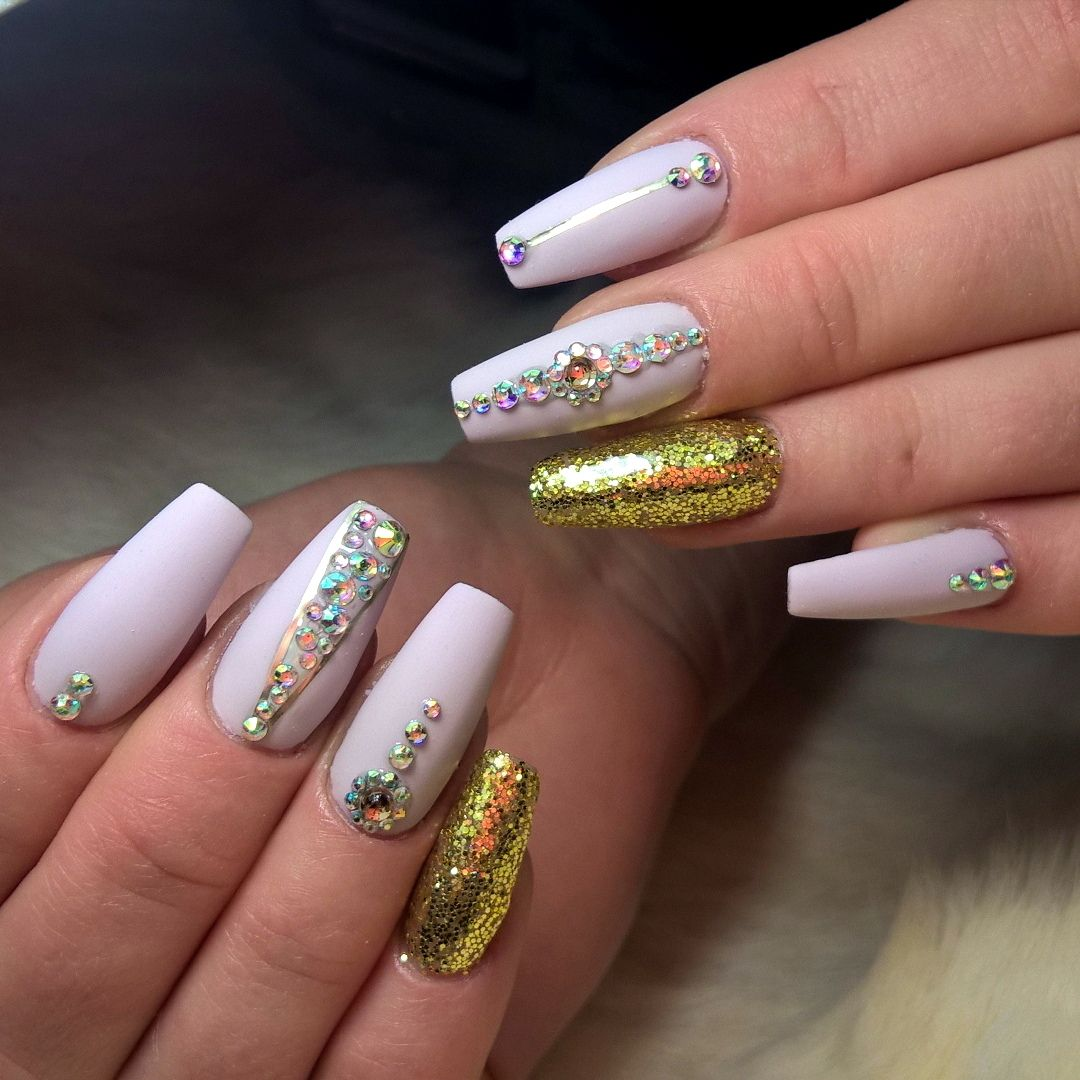 25 Cool Ways to Rock Chrome Nails
