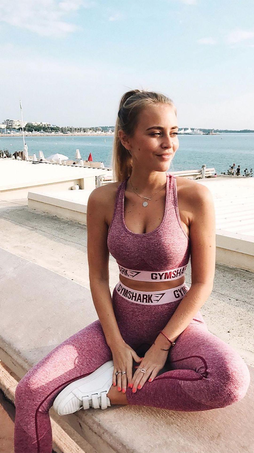 b0fec620eb Janni Delér styling the Flex leggings and Flex sports bra in beet marl chalk  pink.
