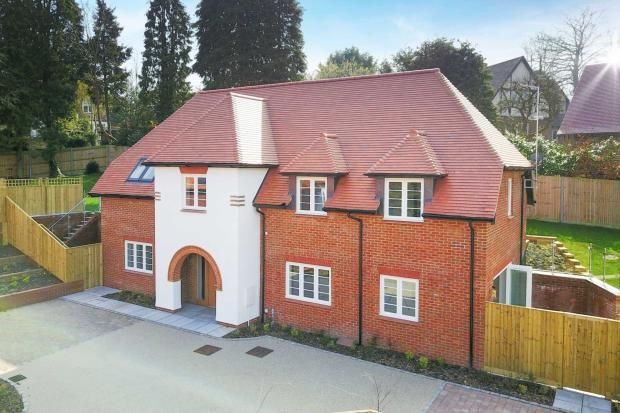 4 bedroom detached house for sale in Ashlyns Road, Berkhamsted, HP4