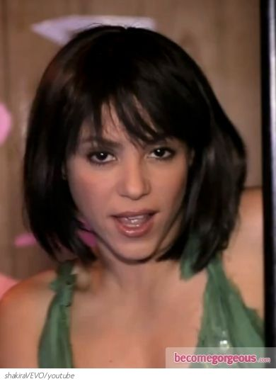 c6aef6428af short dark hair like Shakira s new look