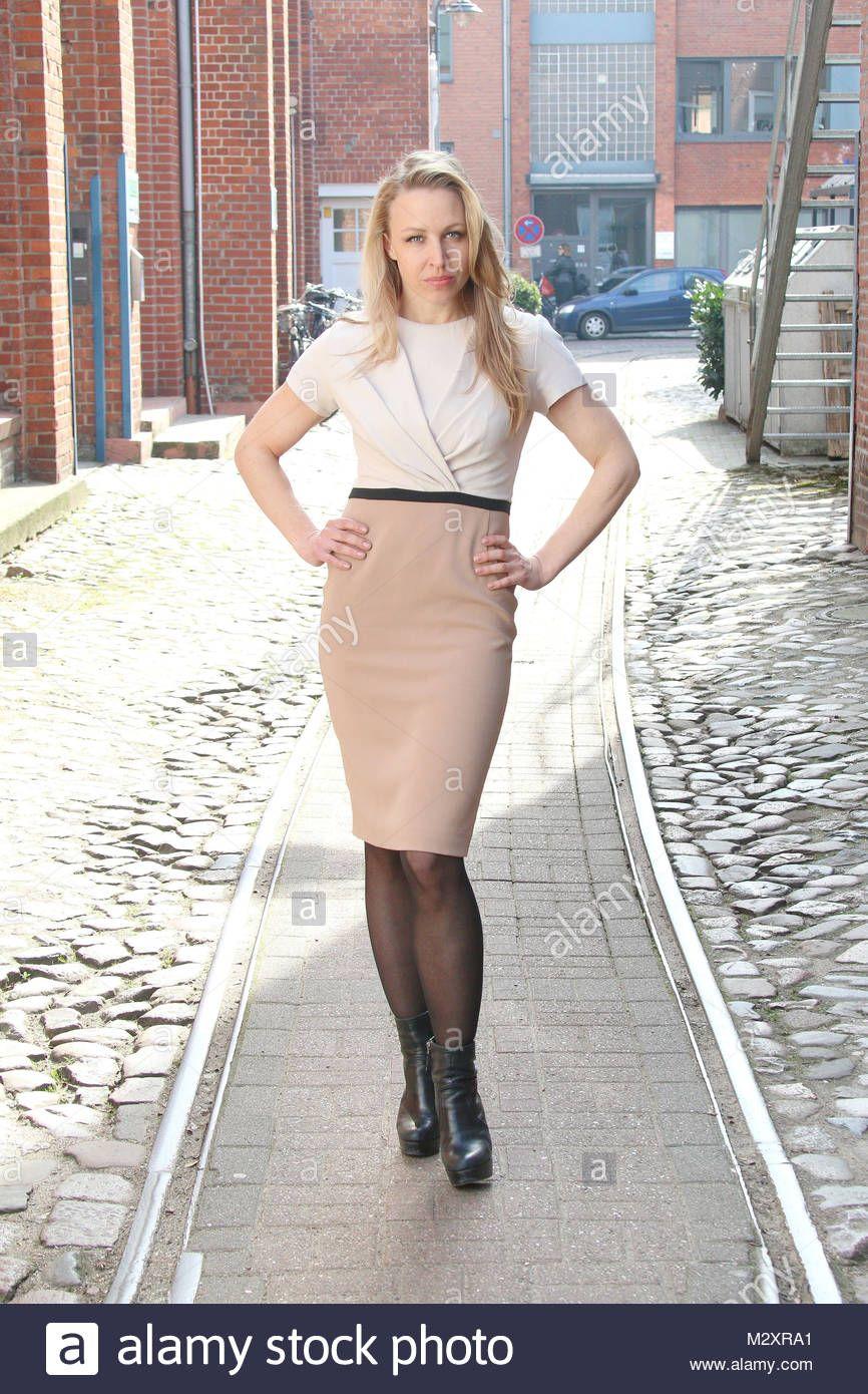 Download This Stock Image Nina Proll Spielt Nicoletta Huber Fototermin Zur Neuen Serie Vorstadtweiber Des Orf Und Das E Dresses For Work Women Stock Photos