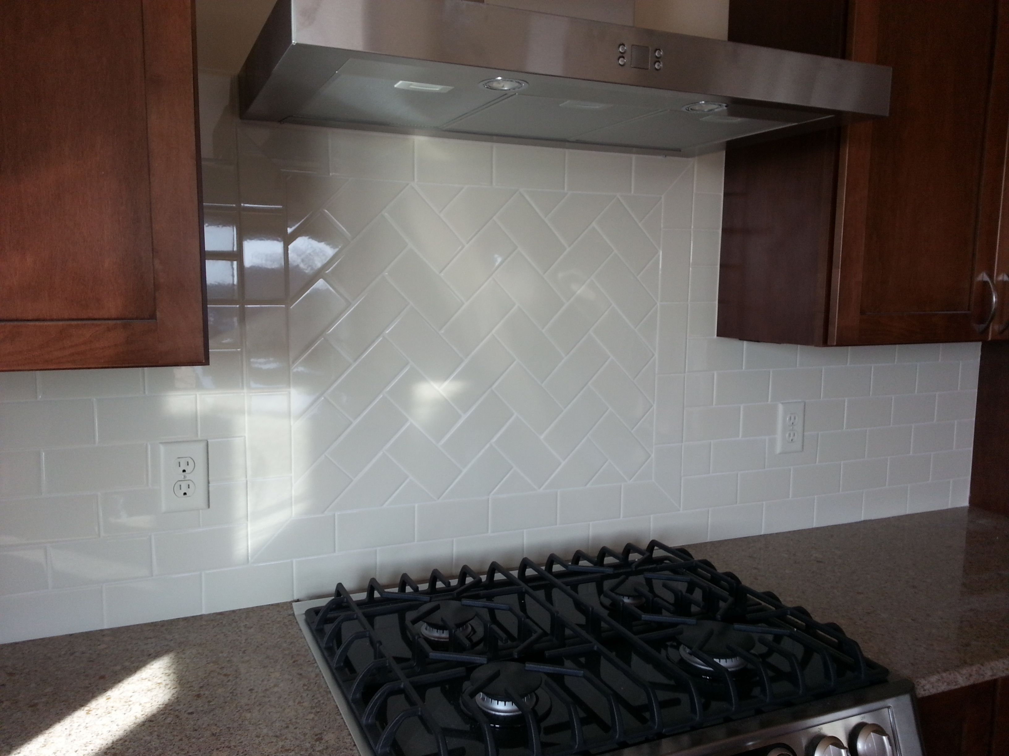 Classic 3x6 Subway Tile Backsplash With A Framed Herringbone