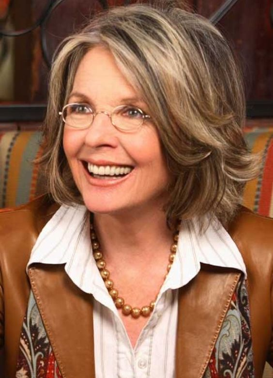 Diane Keaton Hairstyles For Women Over 60 Elle Hairstyles Medium Hair Styles Hair Styles Older Women Hairstyles