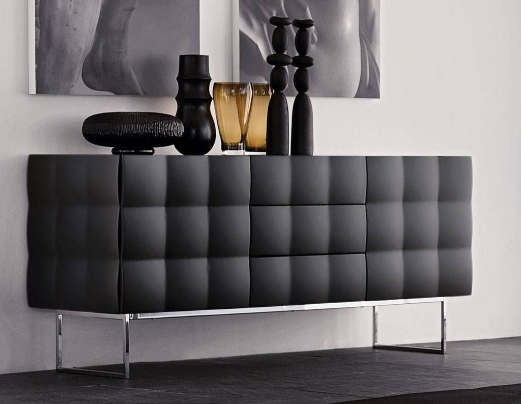Have Yourself A Sophisticated Living Room By Adding A Black Sideboard Mobilier Design Mobilier Contemporain Meuble Contemporain