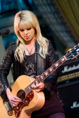 Orianthi With A Gibson J200 Acoustic Guitar Guitar Girl Female Musicians Music Photoshoot
