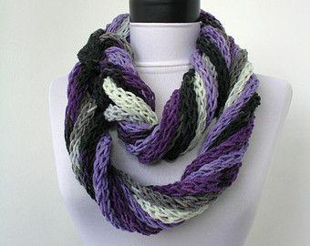 Più cavi di maglia filato in diversi colori e dimensioni.  Puoi lasciare sciarpa lunga o avvolgerlo intorno al collo, per il calore nel freddo mattina e di sera. È una sciarpa o una collana??? Un fantastici accessori per qualsiasi vestito. Molto morbido e leggero.  Realizzato in una casa di pet-free e non-fumo.  Lavare a mano, appendere ad asciugare.  Filato: 35% alpaca, 10% Poliammide, 55% acrilico  Ti piace questo articolo? Maggiori informazioni qui: http://www.etsy.com/shop&...