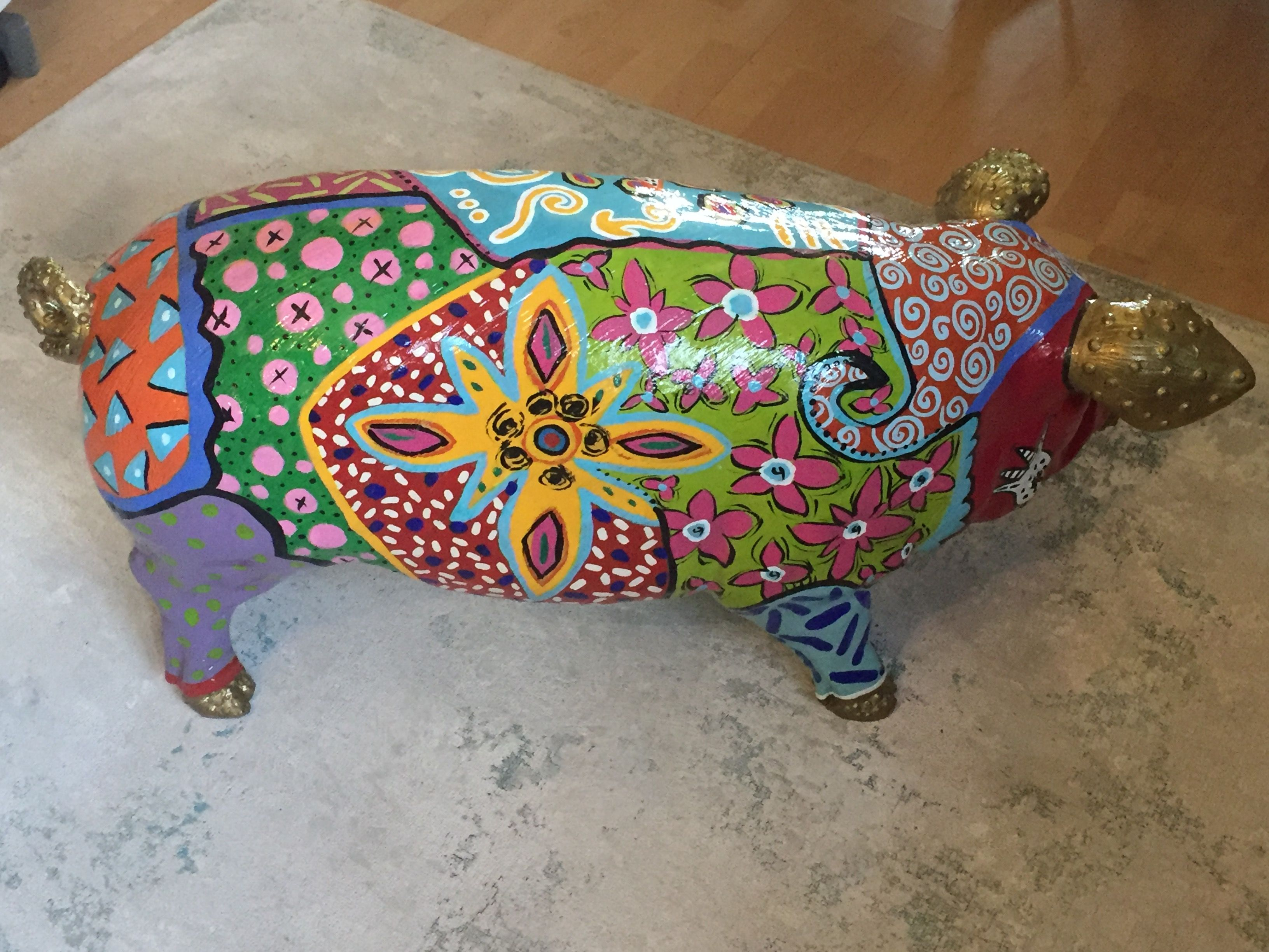 tierfigur schwein gro aus kunststoff bunt in pop art stil rechte seite betinakdesign. Black Bedroom Furniture Sets. Home Design Ideas