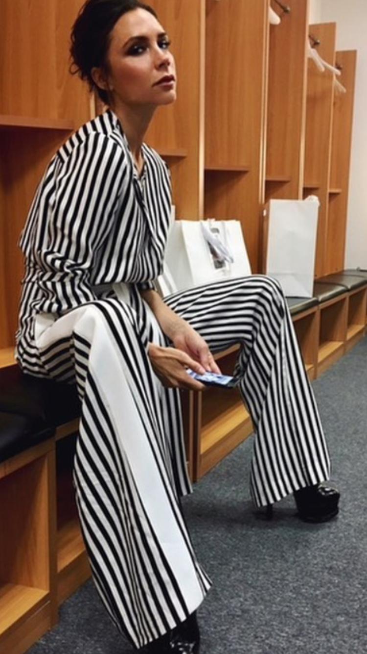 Victoria Beckham style outfit clothes dress celebrity ootd singer designer fashion sunglasses trousers pants skirt blouse tshirt shirt hoodie elegant bodycon Victoria Beckham štýl outfit móda oblečenie sukňa dámska móda šaty košeľa tričko nohavice rifle celebrita