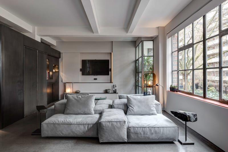 Anstatt In Dem Kleinen Wohnzimmer Auf Ein Schmales Sofa Zu Setzen,  Entschieden Dalia Ibelhauptaite Und