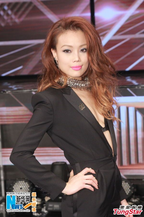 Hong Kong Singer Joey Yung Holds Up Her Trophy For Most -4795