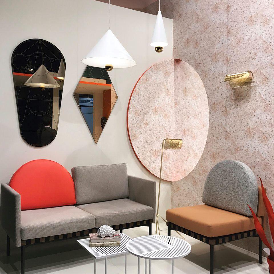 Ein Mix aus Mid-Century-Style und Memphis: Möbel und Accessoires des ...