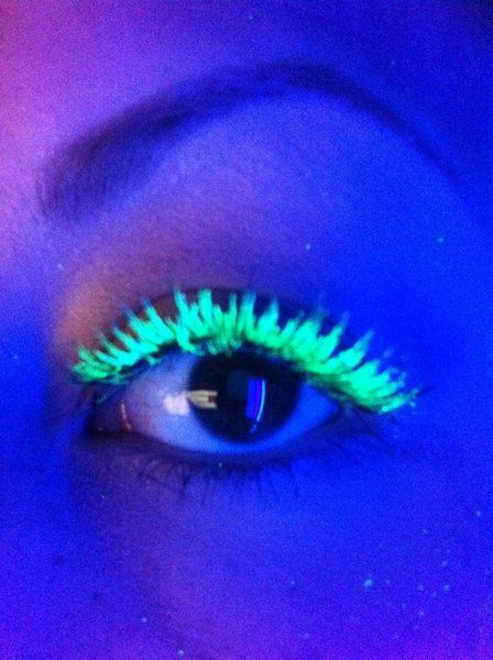 f1f1c049c70 How to create your own neon mascara http://www.makeupbee.com