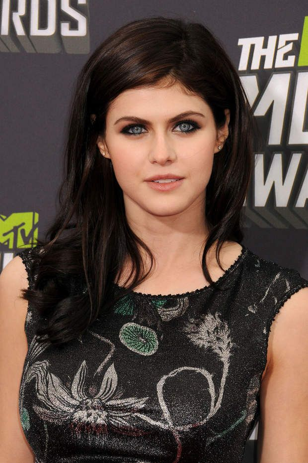 alexandra daddario c 39 est un regard incroyable girl. Black Bedroom Furniture Sets. Home Design Ideas