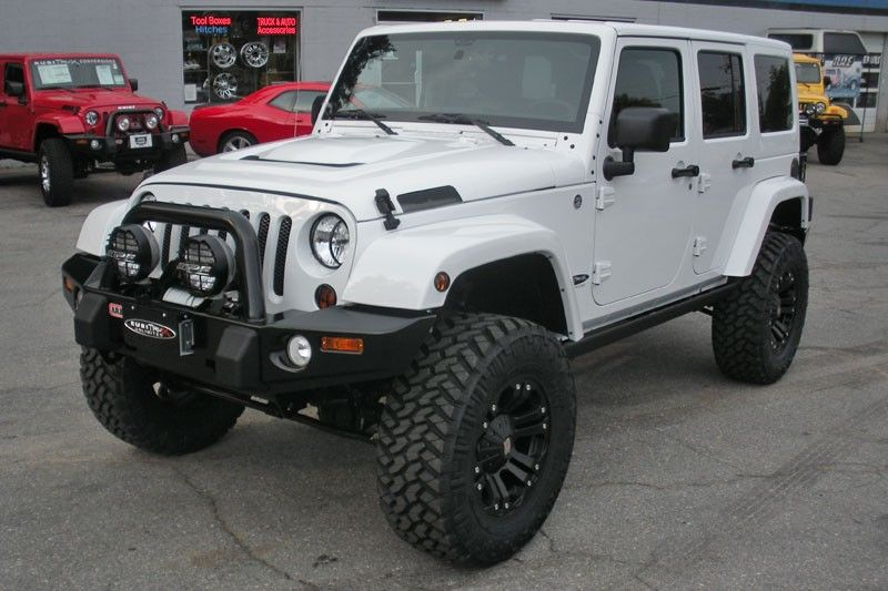 2010 White Jeep Wrangler Unlimited Sahara In 2020 Jeep Wrangler Unlimited Sahara White Jeep Wrangler Unlimited Wrangler Unlimited Sahara