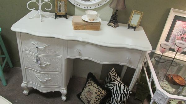 GORGEOUS vanity | Dresser & Vanities for Sale in Charlotte NC | 3312322370 | Classifieds on Oodle Marketplace