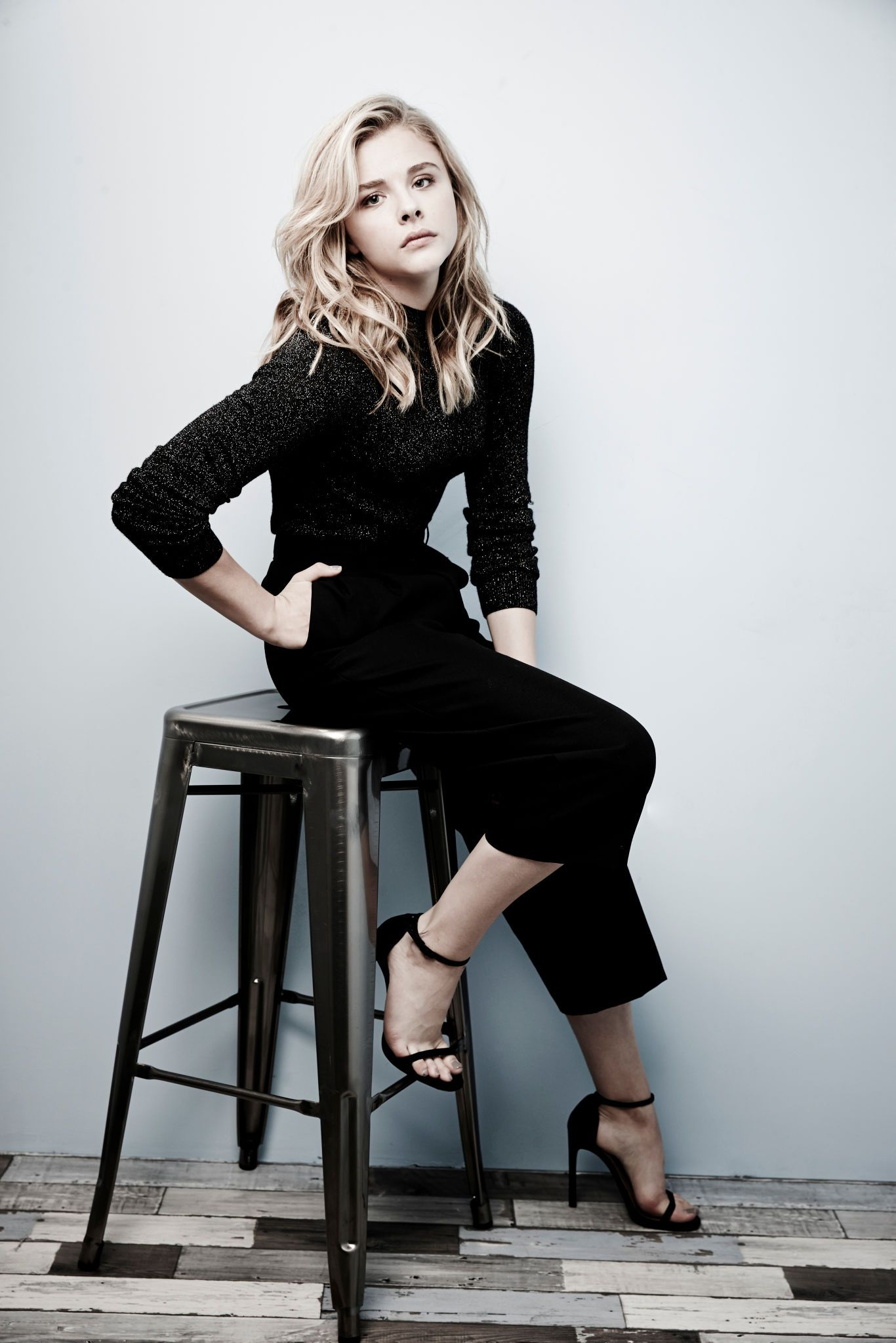 Share, rate and discuss pictures of Chloë Grace Moretz's feet on wikiFeet -  the most comprehensive celebrity feet database to ever have existed.