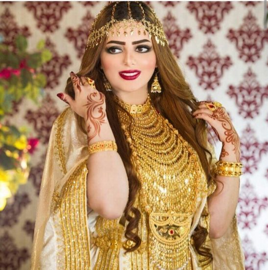 Traditional Arab dress and jewellery from the UAE. Designed by Shamsa Al  Muhairi.لبس تقليدي من تراث الامارات.  jalabiya  thobe  khaleeji c6b2ee2ba